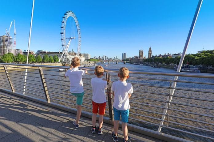 London is one of the top fun cities to visit with kids. If you haven't been yet, consider this for your upcoming family vacation.