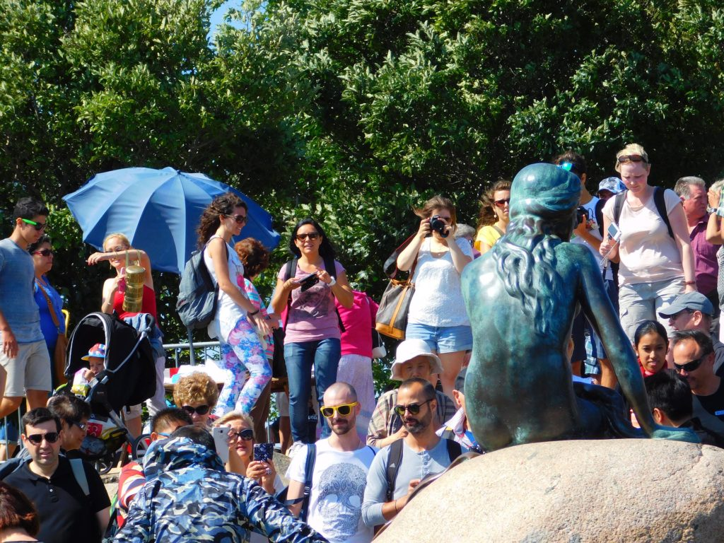 View of the crowds at the little mermaid statue