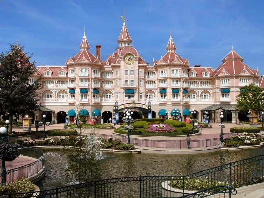 Large buidling at the entrance to Paris Disneyland