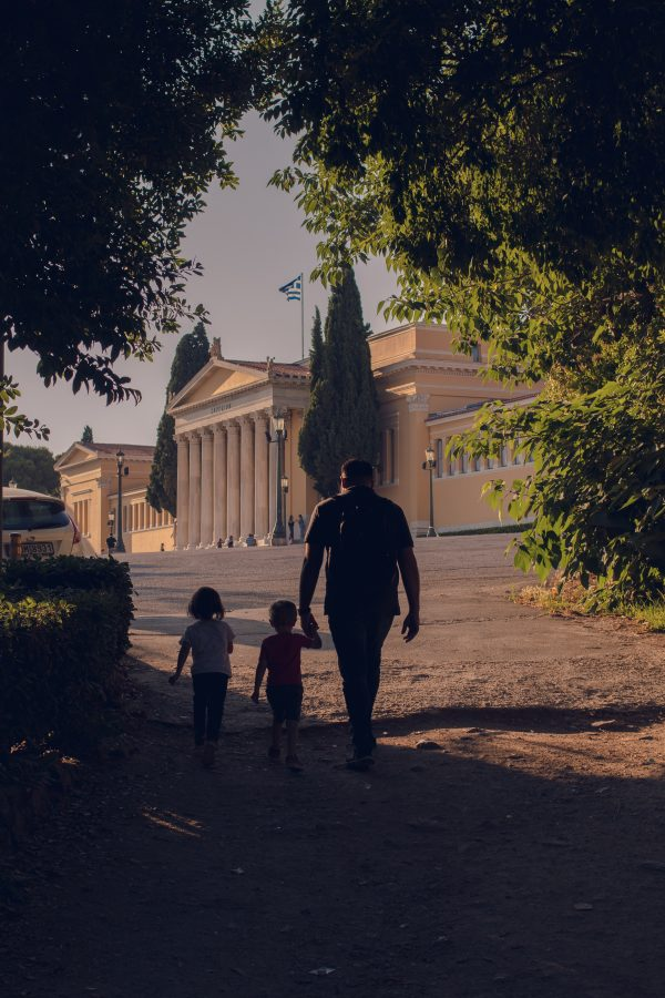 Father walks around Athens with kids