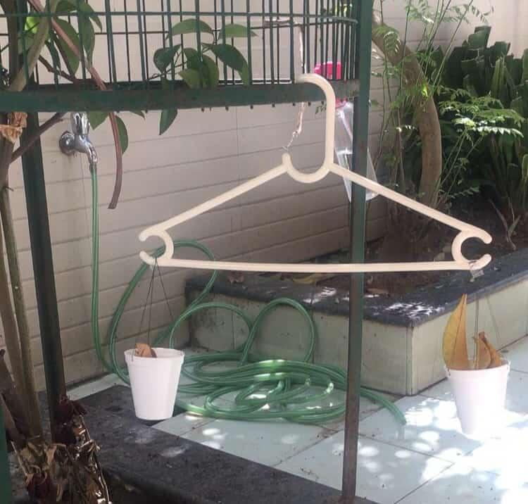 Hanger as a homemade balance scale